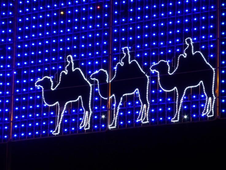 Los_Reyes_Magos_en_iluminación_navideña_en_Madrid,_Spain.JPG